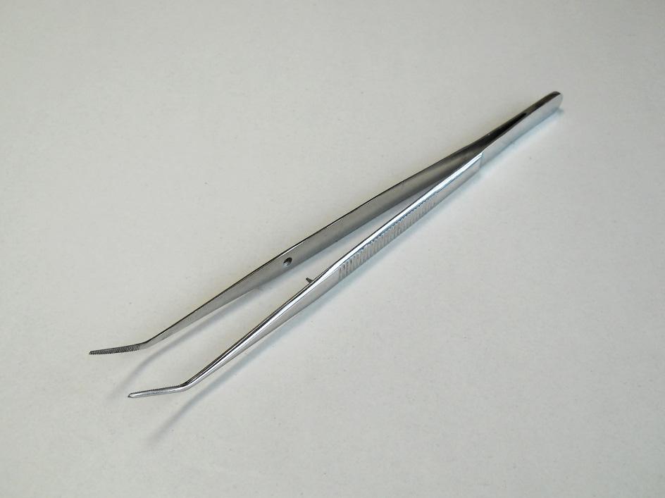Пинцет зубной изогнутый SURGIWELOMED. Длина 14,7 см.